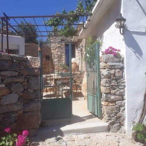 Nina's Cottage, the real taste of Creta.