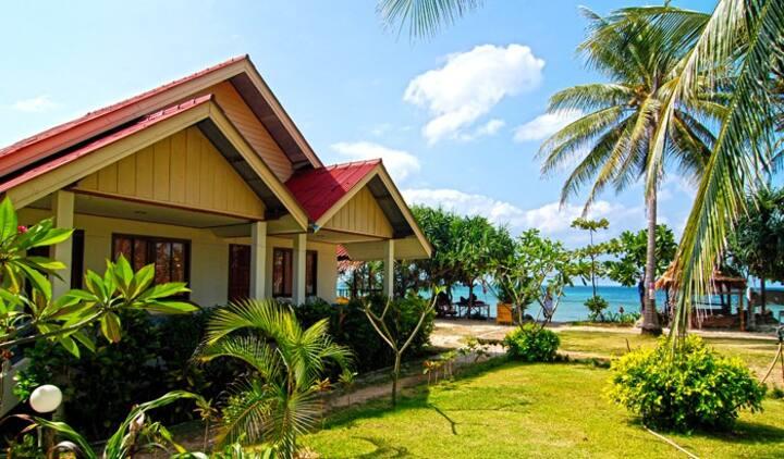 Beachfront Bungalow on Klong Khong - Lanta Emerald