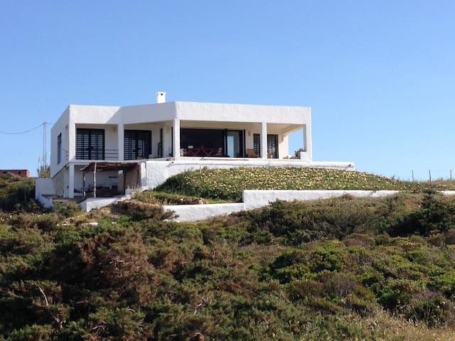 Villa  avec vue panoramique face à la mer ,Metline - Metline - บ้าน