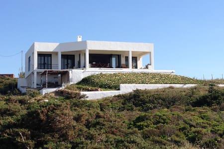Villa  avec vue panoramique face à la mer ,Metline - Metline - House