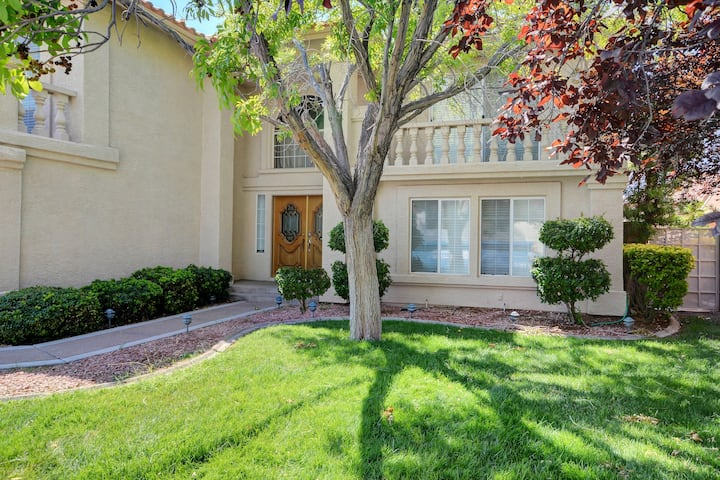 THE LAKES - ENTIRE 6 BDRM HOUSE LV/SUMMERLIN