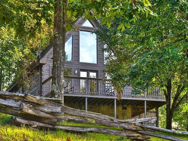 Bearly Rustic - Country Pines Resort (2 BR)