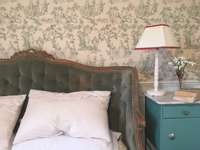 Montrozier Chambre d'Hotes - Green Room