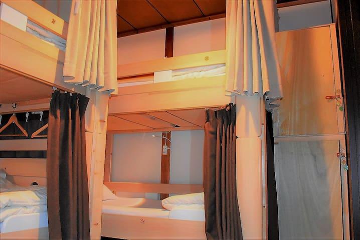 【相部屋】ドミトリー男女ご利用可能。 Dormitory/Shared room.