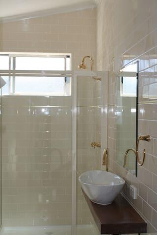 Unit 2, bathroom