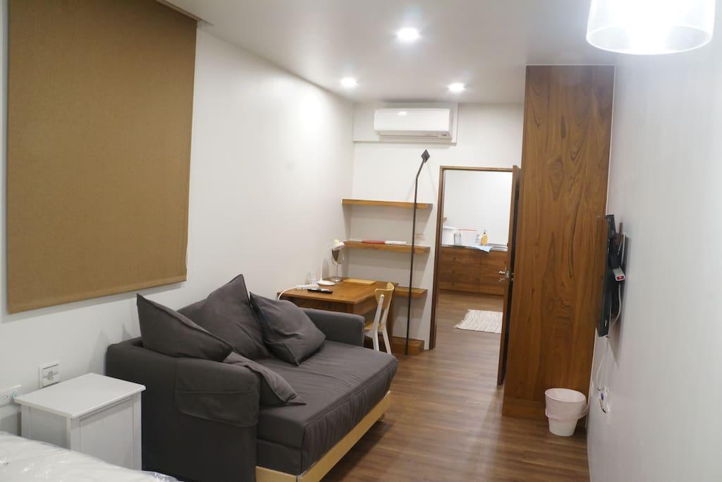 臥房2 - 1張雙人床 + 不輸給雙人床的豪華沙發床 + 電視 + 冷暖空調