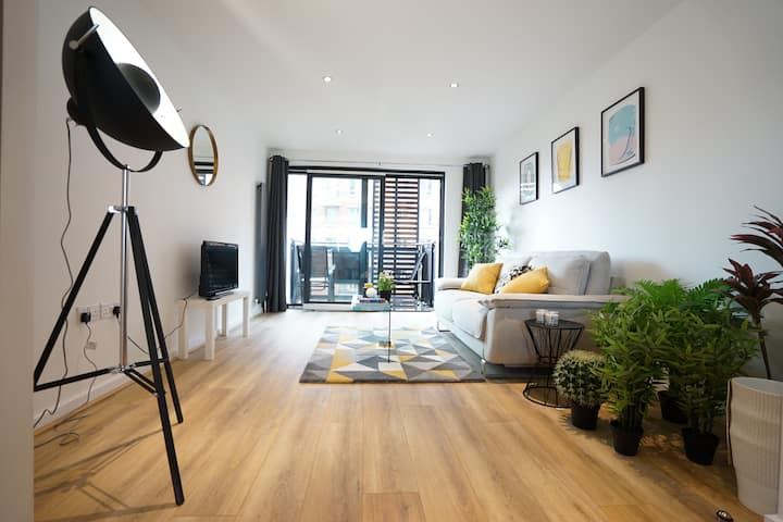 Amazingly Located Stylish Entire Apartment