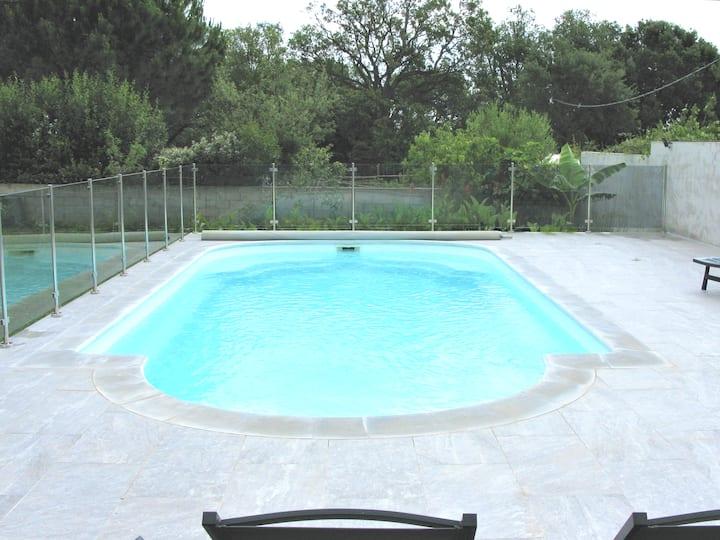 Super T2 priv. 50m2 avec parking et accès piscine