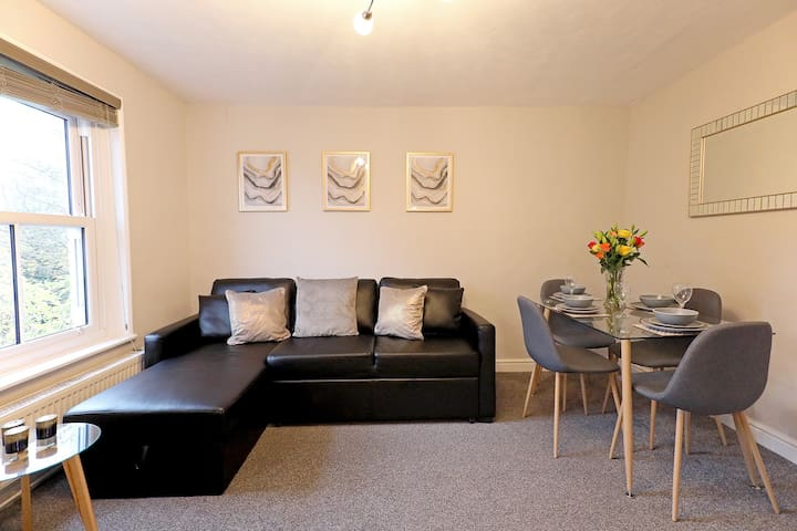★2 Bedroom Cosy Apartment - Close to Station★