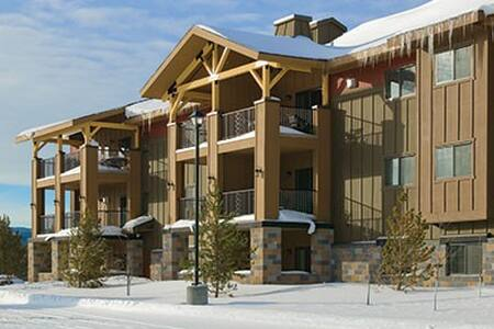 West Yellowstone, MT 2 Bedroom Resort Condo #2 - Társasház