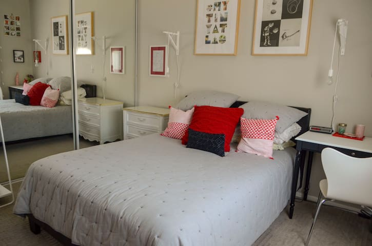 Cozy & Convenient Private Bed/Bath in Koreatown!