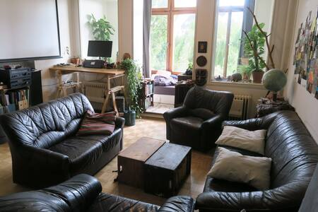 Nice & large room/ windowed balcony/ shared flat - Apartment