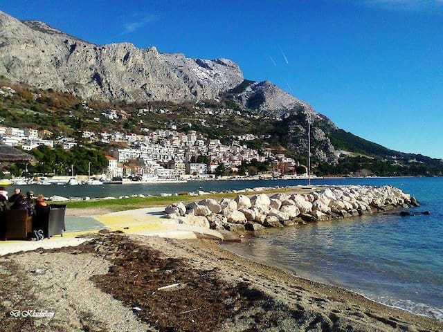 Apartment on the Beach in Central Omis
