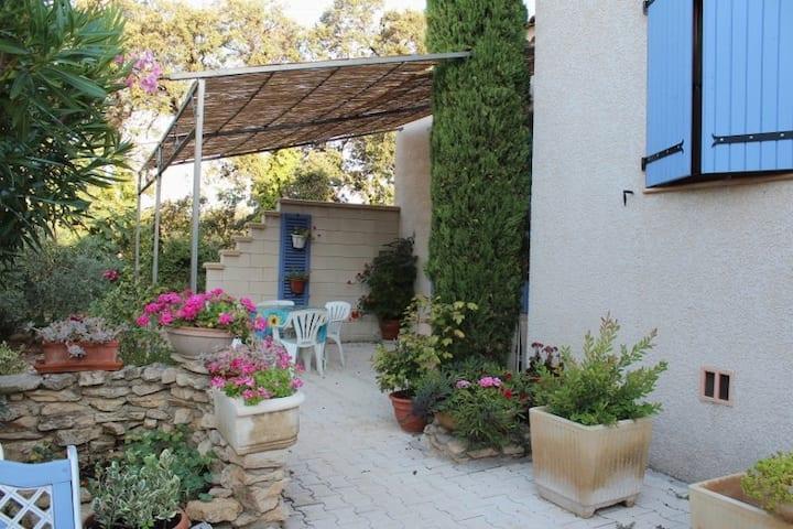 Maison au pied des Alpilles.