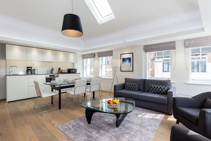 THE HEART OF LONDON: PICCADILLY CIRCUS  LOVELY 3BR