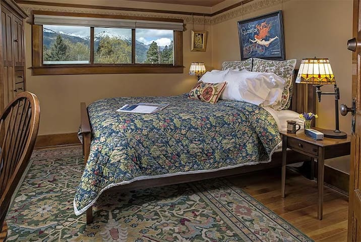 Sawtooth Mountain Room