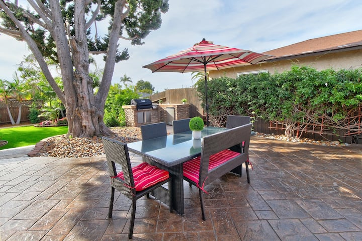 Sleek newly finished home w/WiFi, grill & TV entertainment deck