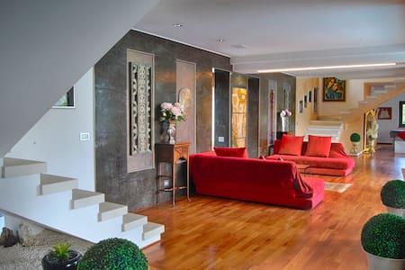 Aquila Resort: Lusso, atmosfera Zen, piscina e SPA - Scoppito