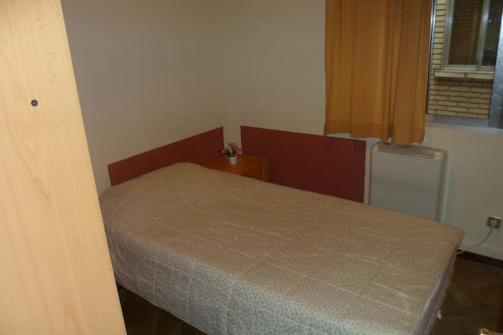 HABITACION SENCILLA / SINGLE ROOM - Madrid - Departamento