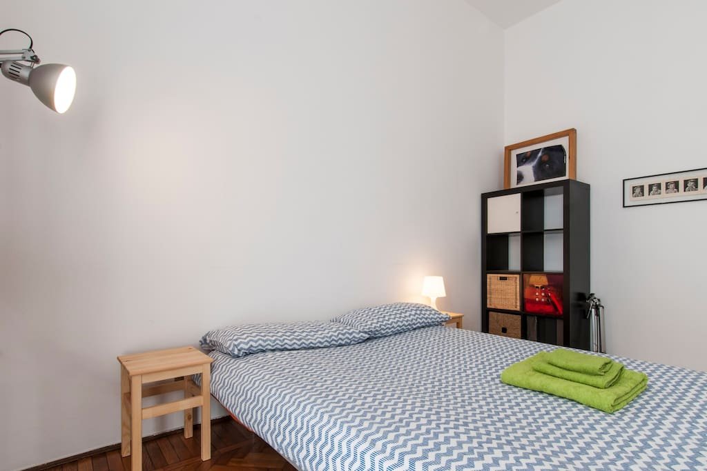 room with balcony at brera wohnungen zur miete in mailand lombardia italien. Black Bedroom Furniture Sets. Home Design Ideas
