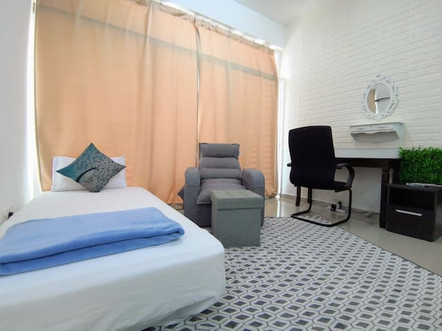 Private Room with Bathroom FREE Parking ,WIFI *17*