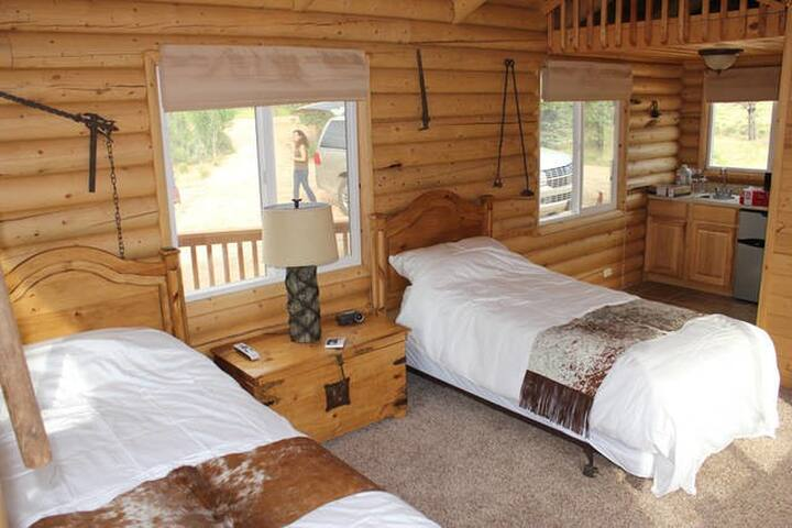 Log cabin on 280 acre Sevier River Ranch - 2 Twin beds - Hatch - Cabin