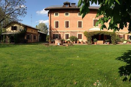 Elegante villa di campagna - Modena