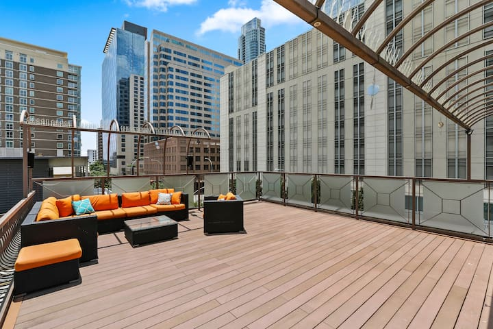 Modern Downtown Loft w/ Rooftop Retreat | Professionally Cleaned + Hosted By GuestSpaces