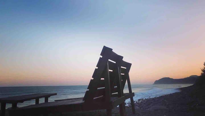 Sea View Bungalow 海風小木屋(面海背山旁有小溪潺潺)