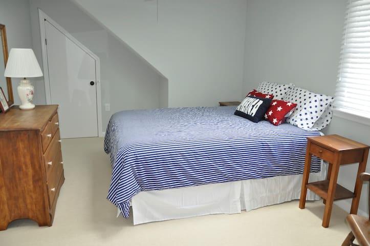 BR#3 - 2nd Floor has Queen bed.