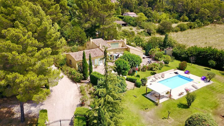 4km from Aix Center / Villa for 9 with Heated Pool