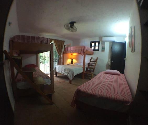 1 habitación, 5 camas, A/C, WiFi