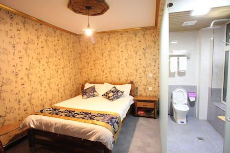 西安咸阳国际机场醒石轩复式独栋别墅(24小时免费接送机)浪漫小屋