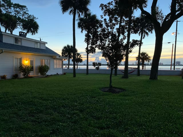 Waterfront Paradise 3 bedroom retreat.