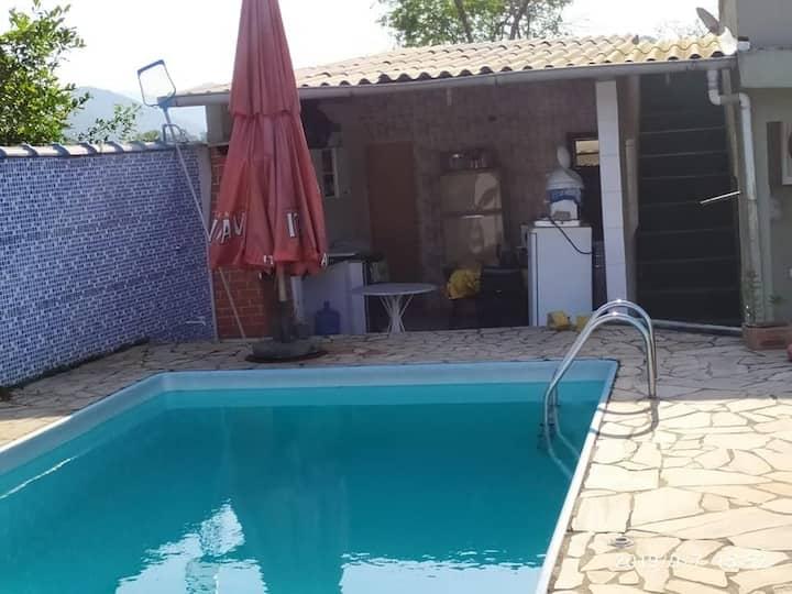 Casa de campo com Piscina em Pedro de Toledo SP