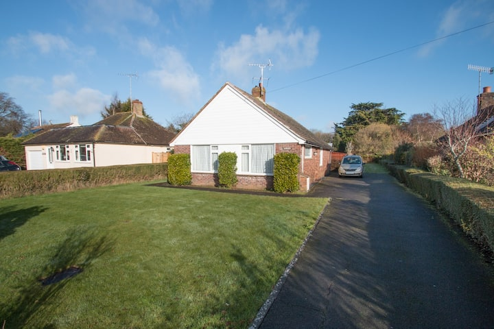 Charming Bungalow,Near Goodwood, with large garden