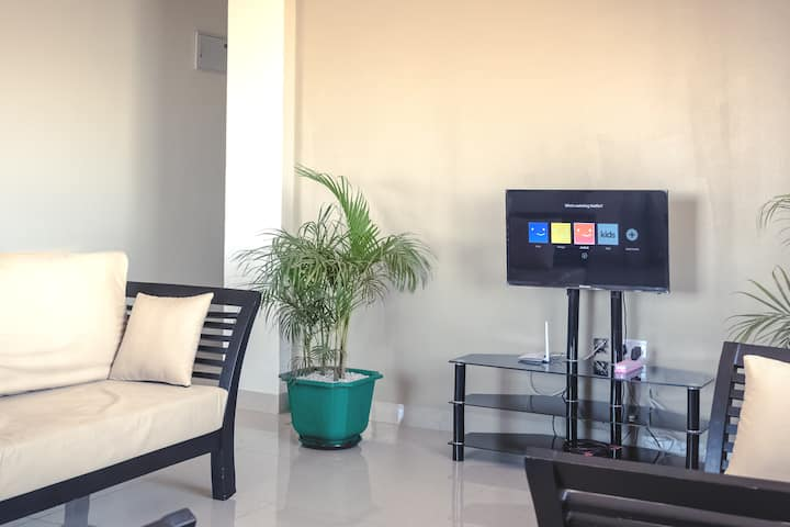Pendo's  Apt w/WiFi & Netflix close To Acacia Mall