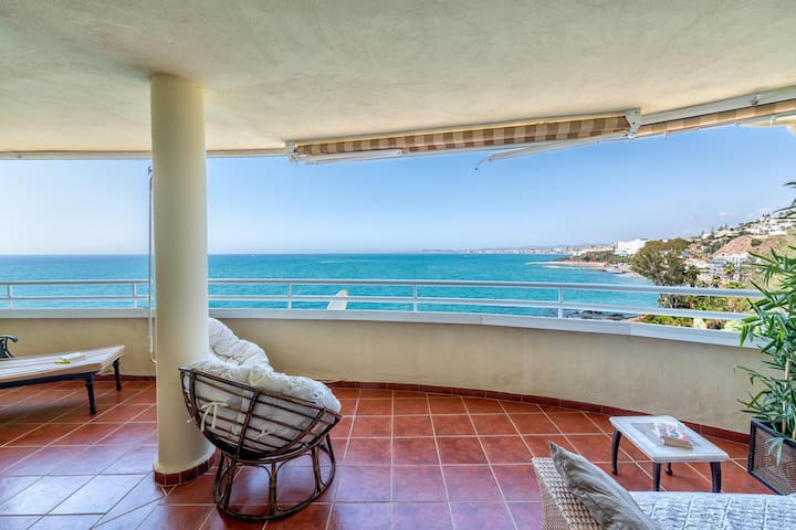 Beachfront 3BR Apartment with Large Terrace & Sea Views