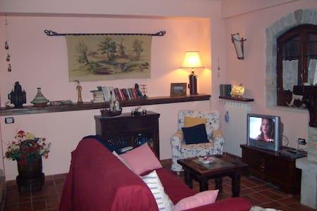 casolare in pietra in Villa Scontrone - Villa Scontrone - Huis