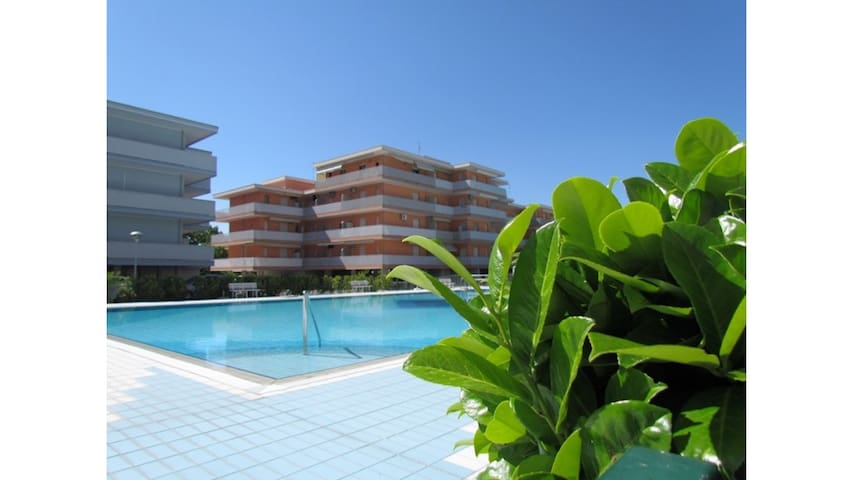 Great residence with many pools and Parking