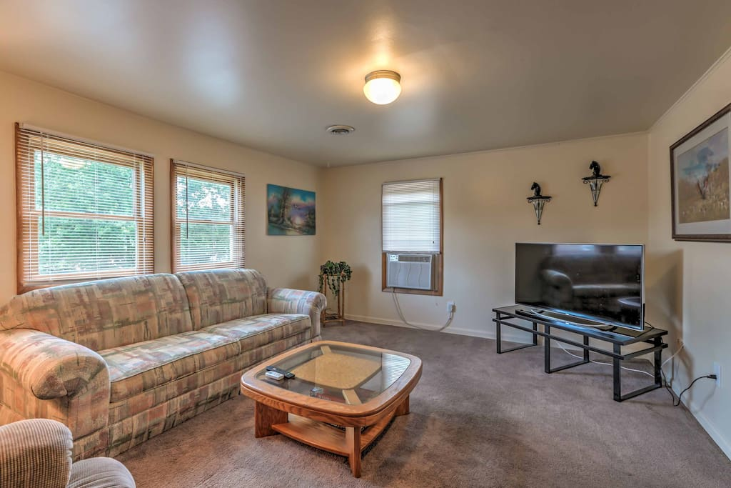 This adorable 1,000-square-foot property has everything you'll need to enjoy your exciting midwestern excursion