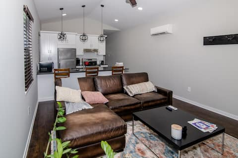 Gorgeous, Newly Constructed Private Guest House VA