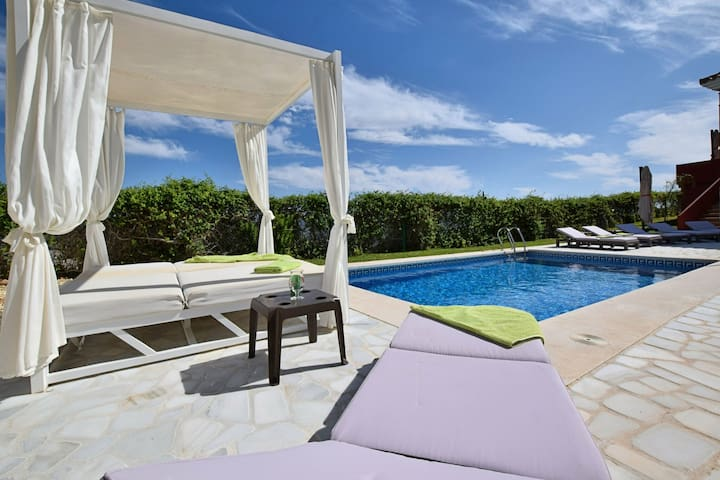 Tasteful Villa in Pinos de Alhaurín with Swimming Pool