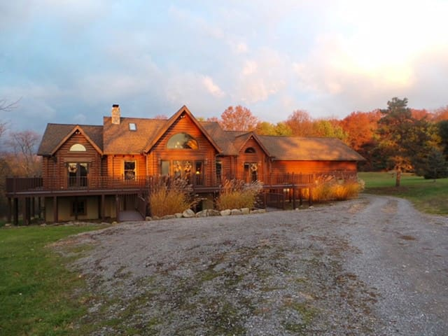Log Home in North Park Close to Pgh, PA - Wexford - Ev