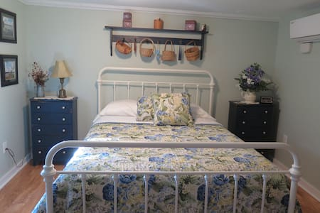 The Travel Room - Dean Lane Bed & Breakfast