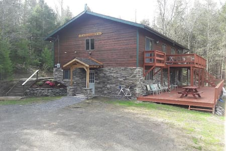 Cozy and Charming European Chalet - Windham - Talo