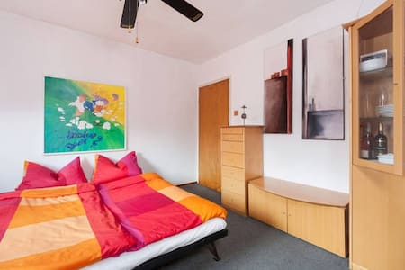 Schönes Zimmer in Wiesloch/Baiertal bei Heidelberg - Wiesloch - Rumah