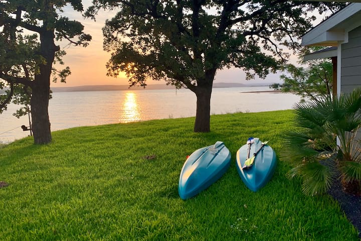 Lakefront Guest House Retreat w/Kayaks & Games