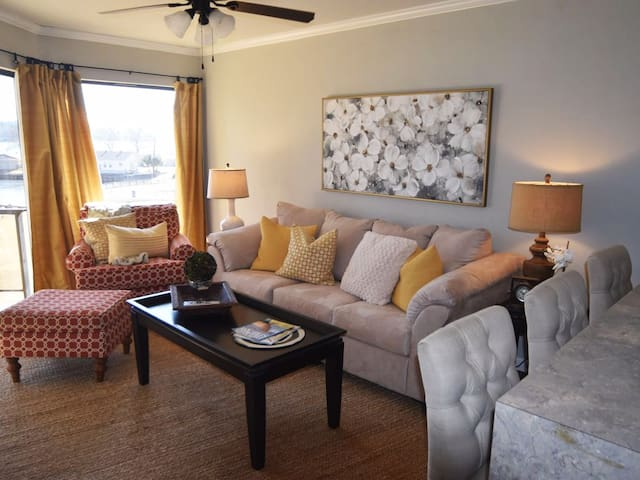 Exceptional Lakefront Condo at Willow Beach!!!