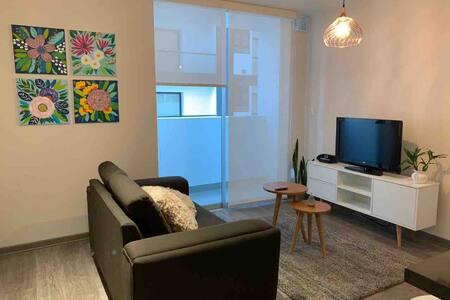Departamento nuevo, confortable y bien ubicado.